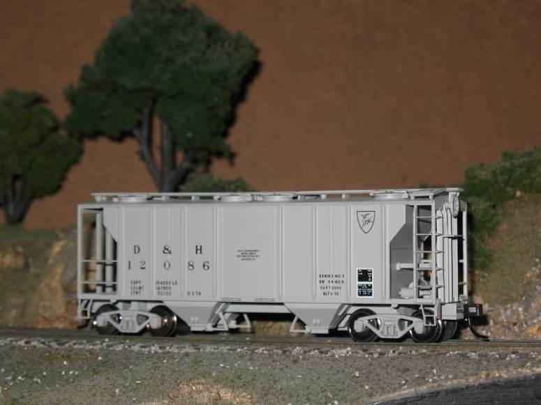 HO Atlas Delaware Hudson Freight Hopper Covered